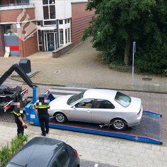 Inbeslagname auto hardleerse boeven